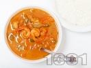 Рецепта Червено къри със скариди, кокосово мляко, лимонова трева и зеленчуци поднесено с варен ориз или на пара